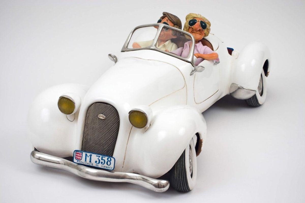 Статуэтка Gillermo Forchino МилашкиFO85058После выигрыша в лотерею Чарли и Пит настаивали, чтобы к ним обращались не иначе, как Чарльз Эдвард и Пьер Хенри. Первое, что они сделали, это купили одежду от известных дизайнеров, очки стиля «Голливуд» и ультрафиолетовую лампу, чтобы иметь безупречный «карибский» загар. Они удалили с груди и спины волосы и стали пользоваться кремом от морщин.Они не забыли купить огненно золотые часы, и в довершение всего они приобрели машину своей мечты, коллекционный кабриолет, который стал предметом зависти соседей. Они катались по городу, изображая из себя VIP персон. Включив музыку на полную громкость, они останавливались на углу улицы и громко обменивались пятью или шестью словами, которые они знали на французском. Увидев двух приближающихся красавиц, они сказали сами себе: «Эти две наши». Когда две милашки прошли перед ними, Чарльз Эдвард надул грудь, принял учтивую позу и, склонив голову на бок, сказал: «Простите, девушки, мы уже где-то встречались?». Обе девушки проигнорировали его и, не...