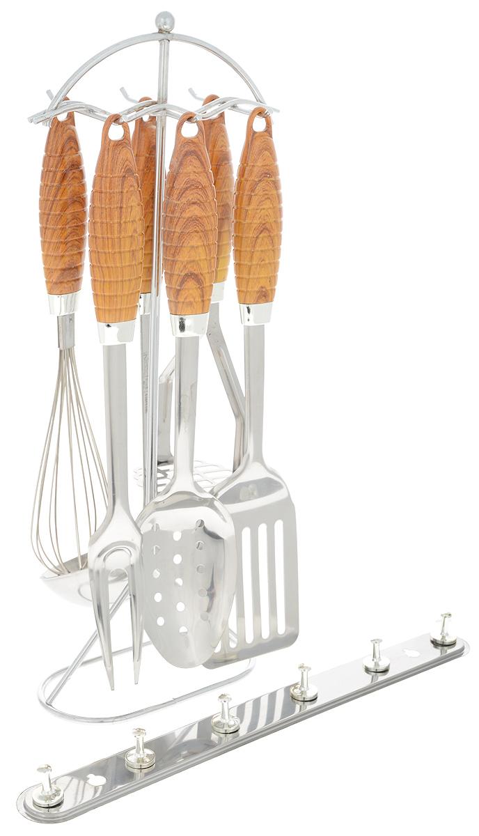 Набор кухонных принадлежностей Mayer & Boch, 8 предметов. 34463446Набор Mayer & Boch состоит из картофелемялки, венчика, шумовки, вилки, половника, лопатки с прорезями, подставки и настенного крепления. Приборы изготовлены из высококачественной стали 18/10. Приборы не окисляются со временем и не портят вкус ваших кулинарных шедевров. Рукоятки выполнены из термопластика под дерево, рельеф и эргономичная форма обеспечивают надежный хват. Данный набор придаст вашей кухне элегантность, подчеркнет индивидуальный дизайн и превратит приготовление еды в настоящее удовольствие. Этот профессиональный набор очень удобен в использовании и имеет стильную подставку, которая позволяет хранить приборы в одном месте. В наборе также имеется настенное крепление с 6 крючками. Длина приборов: 24-34 см. Размер подставки: 14,5 х 7,5 х 40 см. Размер настенного крепления: 33 х 2,5 х 3,5 см.