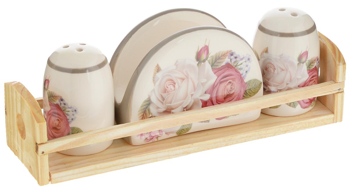 Набор для специй Loraine Розы, 4 предмета. 21692VT-1520(SR)Набор для специй Loraine Розы состоит из солонки, перечницы, салфетницы и деревянной подставки. Предметы набора выполнены из доломита высокого качества и оформлены изображением цветов. Отверстия, в которые засыпаются специи, закрыты силиконовыми пробками. Благодаря своим небольшим размерам набор не займет много места на вашей кухне. Дизайн, эстетичность и функциональность набора Loraine Розы позволят ему стать достойным дополнением к кухонному инвентарю.Можно мыть в посудомоечной машине и использовать в микроволновой печи.Размер солонки/перечницы: 4,3 х 4,3 х 6,5 см. Размер салфетницы: 9,5х 4,3 х 7 см. Размер подставки: 21,5 х 6,2 х 5 см.