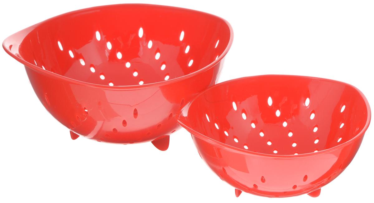 Набор дуршлагов Tescoma Presto Tone, цвет: красный, 2 шт420601_красныйНабор Tescoma Presto Tone состоит из двух дуршлагов разных размеров. Изделия выполнены из высокопрочного пищевого пластика, оснащены ножками и ручкой. Дуршлаги отлично подходят для удобного ополаскивания, мытья и стекания мелких овощей и фруктов, сцеживания отварных макаронных изделий, картофеля и т.п. Пригодны для мытья в посудомоечной машине. Размер малого дуршлага: 19 х 16 х 9 см. Размер большого дуршлага: 23 х 21 х 11,5 см.