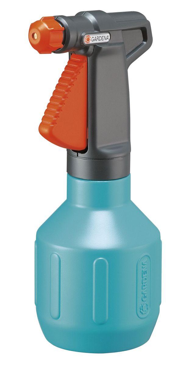 Опрыскиватель ручной Gardena Comfort, 0,5 л00804-20.000.00Опрыскиватель ручной Gardena Comfort объемом 0,5 литр представляет собой идеальный универсальный инструмент для орошения небольших участков в саду и дома. Опрыскиватель прост и удобен в эксплуатации. Ручка эргономичной формы идеально лежит в руке, а форсунка позволяет плавно регулировать режим подачи воды: от сильной струи до мелкодисперсного распыления. Кроме этого, широкое заливочное горло облегчает процесс заливки воды. Практичный фильтр на всасывающем патрубке предохраняет форсунку от засорения. Опрыскиватель снабжен индикатором уровня, который позволяет определять количество оставшейся жидкости, не открывая при этом емкость.