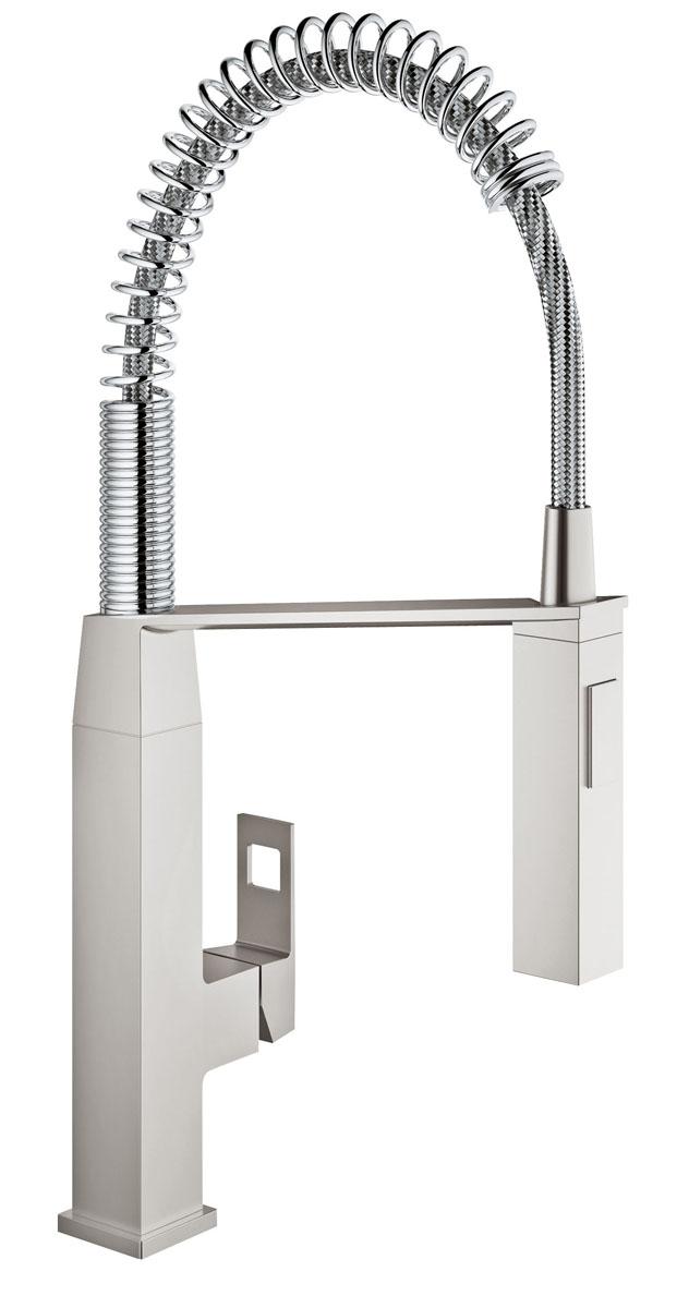 Смеситель для кухни Grohe Eurocube. 31395DC031395DC0Спроектированный в чистом, стильном дизайне, в соответствии с вашей современной кухней, смеситель Grohe Eurocube обладает всеми функциями, которые проницательные повара будут искать в кране: - профессиональный гибкий излив на пружине, с углом поворота излива 360° и возможность переключения между мощный душевым потоком и обычной струей одним нажатием кнопки, смеситель позволяет с легкостью заполнять и промывать кастрюли или мыть рабочую поверхность; - интегрированная технология SilkMove для керамических картриджей обеспечивает плавный и легкий контроль температуры воды и расхода. Выполненный в износостойком хромовом покрытии StarLight, он будет выглядеть безупречно в глянце даже после нескольких лет использования.