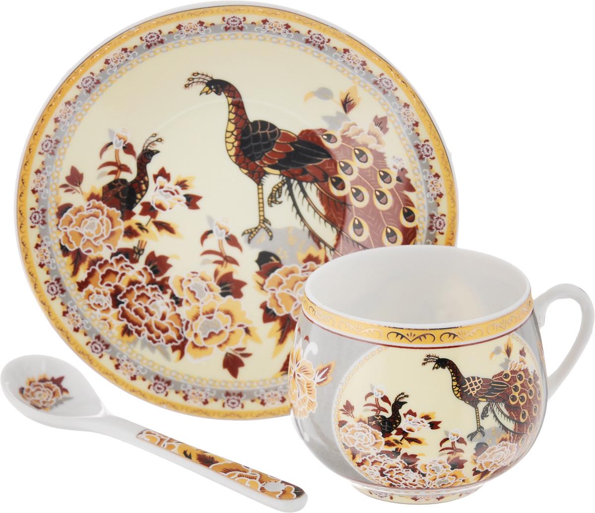 Кофейная пара Elan Gallery Павлин на золоте с ложкой, 130 мл730432Кофейная пара Elan Gallery Павлин на золоте с ложкой выполнены из керамики высокого качества и оформлены красочными рисунками. Яркий дизайн, несомненно, придется по вкусу. Кофейная пара Elan Gallery Павлин на золоте украсит ваш кухонный стол, а также станет замечательным подарком к любому празднику. Объем чашки: 130 мл. Диаметр чашки (по верхнему краю): 5,5 см. Диаметр основания: 3,5 см. Высота чашки: 5,5 см. Диаметр блюдца: 11,5 см. Длина ложки: 10 см.