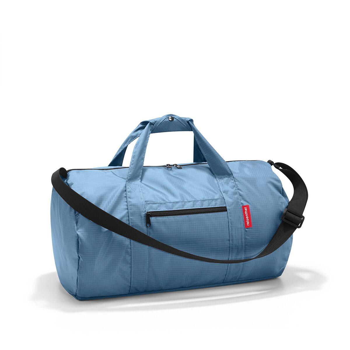Сумка спортивная женская Reisenthel, цвет: синий. AM400873298с-1Универсальная сумка-трансформер серии Mini Maxi, предназначенная для путешествий и спорта. Подходит для хранения, компактно складывается в собственный внутренний карман. У модели вместительное основное отделение на молнии, экономит место при хранении и перевозке в сложенном состоянии, регулируемый наплечный ремень, ручки для переноски, регулируемые при помощи специальных застежек, два внешних кармана на молнии, материал: высококачественный водостойкий полиэстер, объем - 20 литров.