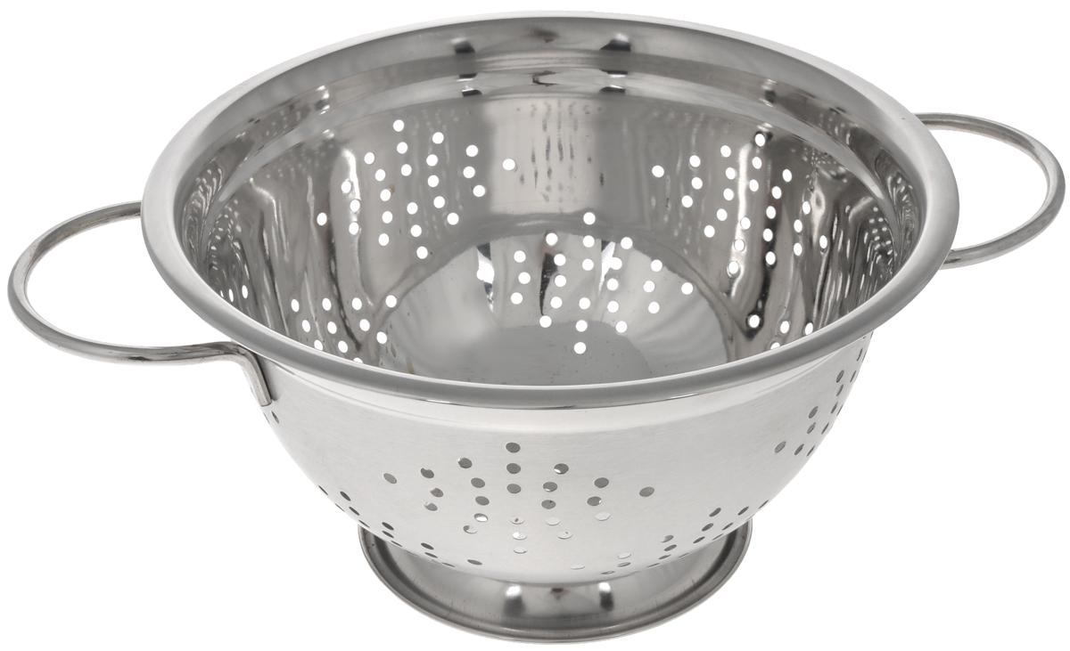 Дуршлаг Mayer & Boch, диаметр 24 см30210Дуршлаг Mayer & Boch изготовлен из высококачественной нержавеющей стали с зеркальной полировкой. Дуршлаг снабжен двумя ручками, а также круглой подставкой, что делает удобным его использование. Такой дуршлаг идеален для процеживания ягод, спагетти, салата, овощей и других продуктов. Дуршлаг Mayer & Boch станет незаменимым аксессуаром на вашей кухне и придется по душе любой хозяйке. Диаметр (по верхнему краю): 24 см. Диаметр основания: 11 см. Высота стенки: 13 см.