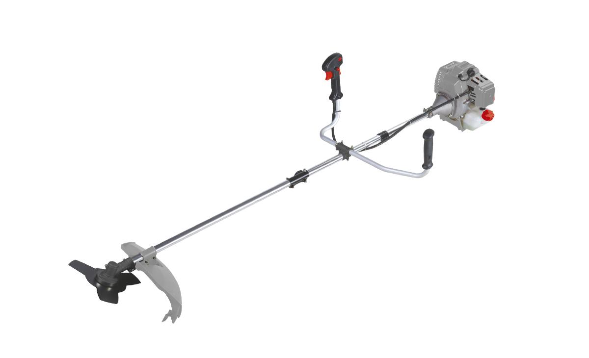 Триммер бензиновый Ставр ТБ-1400ЛРст1400лрБензиновый триммер Ставр ТБ-1400ЛР - легкий инструмент, при помощи которого можно подравнять траву на приусадебном участке, возле садового домика. В качестве режущего элемента используется нейлоновая леска или нож. Объем двигателя: 42,7 см3. Мощность: 1,4 кВт. Ширина скашивания: 44 см. Количество оборотов (леска): 9000 об/мин. Количество оборотов (нож): 9500 об/мин. Тип штанги: разборная. Топливная смесь: бензин АИ-92+Масло 25:1.