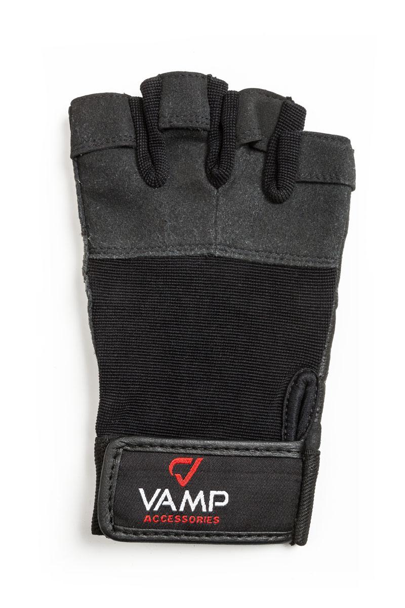 Перчатки для фитнеса Vamp мужские, цвет: черный. 530. Размер XLSM939B-1122Мужские перчатки повышенной прочности – для серьезных нагрузок. Для пауэрлифтинга и бодибилдинга. - Легко и просто снимаются с руки после тяжелой тренировки благодаря специальным вкладкам на пальцах. - Застежка на липучке прочно фиксирует перчатку и удобно регулируется. - Между пальцами вставлена многослойная лайкра.