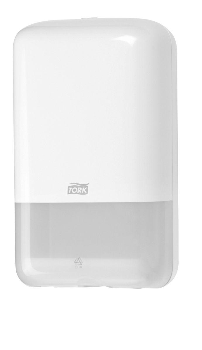 Диспенсер для туалетной бумаги Tork, цвет: белый. 556000556000Система Т3 - бумага в листах Диспенсер для листовой бумаги Tork Elevation идеально подходит для мест с низкой и средней проходимостью, таких как номерной фонд в отеле, туалет в ресторане или небольшом офисе. Компактный размер при большой вместимости. Гигиеничный полистовой отбор. Возможность дозаправки в любое время. Вмещает 2,5 пачки.