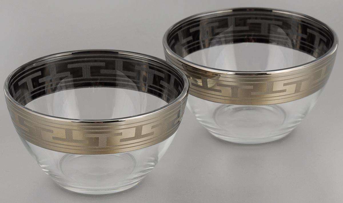 Набор салатников Гусь-Хрустальный Греческий узор, диаметр 11 см, 2 штGE01-1322Набор Гусь-Хрустальный Греческий узор, выполненный из высококачественного натрий-кальций-силикатного стекла, состоит из 2 глубоких салатников. Изделия оформлены красивым зеркальным покрытием и белым матовым орнаментом. Такие салатники прекрасно подходят для сервировки различных закусок, подачи салатов из свежих овощей, фруктов и многого другого. Набор Гусь-Хрустальный Греческий узор прекрасно оформит праздничный стол и удивит вас изысканным дизайном. Диаметр салатника: 11 см. Высота: 6 см.