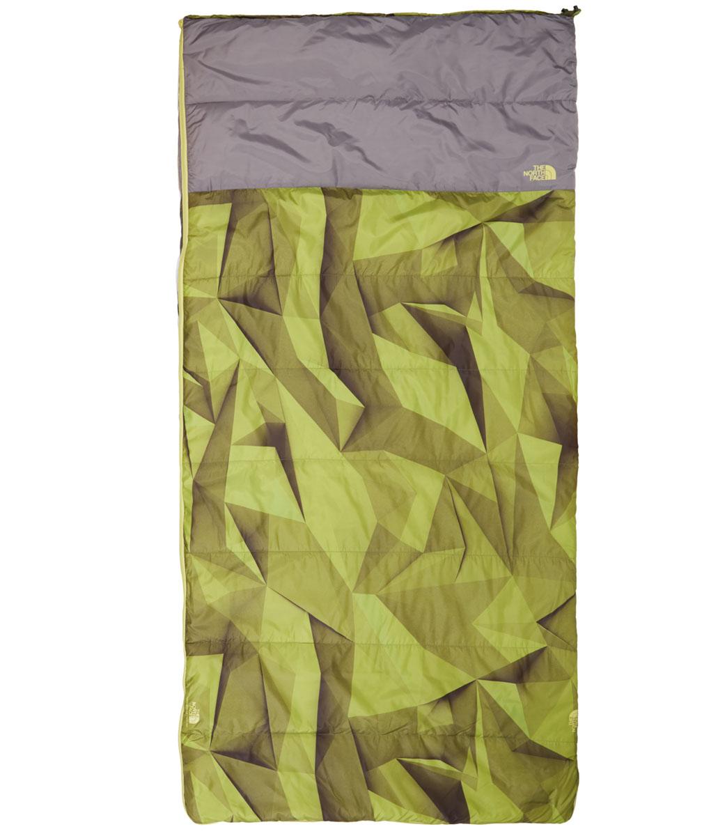 Спальный мешок The North Face Homestead Twin 40/4, цвет: зеленый. T0CJ2YHAPRH REGATC-F-01Вершина кемпингового комфорта и стиля - огромный синтетический спальный мешок размером со стандартный двойной коврик. Вполне вероятно, Homestead Twin - самый большой одиночный спальный мешок на рынке, но таким, конечно, не жалко и поделиться.