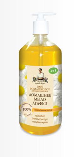 Рецепты бабушки Агафьимыло домашнее Агафьи 100% Ромашковое 1 л071-6-8209Мыло создано с учетом трех особенностей:1.Эффективность - эффективно для любых поверхностей; 2.Чистота - удаляет загрязнения разной природы в теплой и холодной воде;3. Безопасность - 100 % смывается, можно использовать даже для мытья фруктов. Мыльный корень - натуральная, хорошо пенящаяся основа, эффективно очищающая, но при этом абсолютно безопасная и гораздо мягче щелочной, используемой в обычном мыле. Природные антисептические свойства ромашки позволяют эффективно использовать мыло не только для ежедневного ухода за кожей рук, но и на кухне- для мытья посуды и рабочих поверхностей.