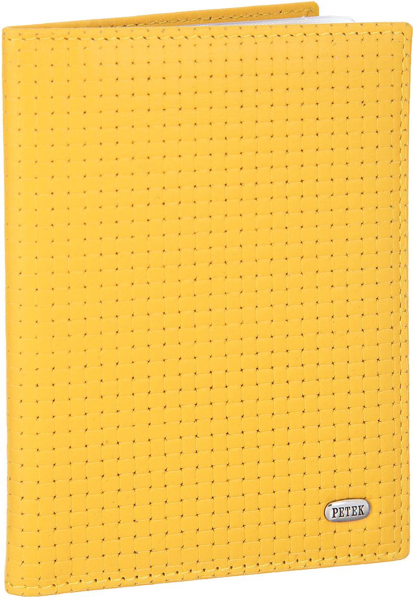 Обложка для автодокументов женская Petek 1855, цвет: желтый. 584.020.96584.020.96 Daisy YellowСтильная обложка для автодокументов Petek 1855 изготовлена из натуральной кожи с декоративным фактурным тиснением. Лицевая сторона изделия оформлена небольшой металлической пластиной с гравировкой в виде названия бренда. Внутри изделия расположены четыре прорезных кармана для пластиковых карт, сетчатый карман и съемный блок для документов, включающий в себя шесть прозрачных файлов, один из которых формата А5. Изделие поставляется в фирменной упаковке. Обложка для автодокументов поможет сохранить внешний вид ваших документов и защитить их от повреждений, а также станет стильным аксессуаром.
