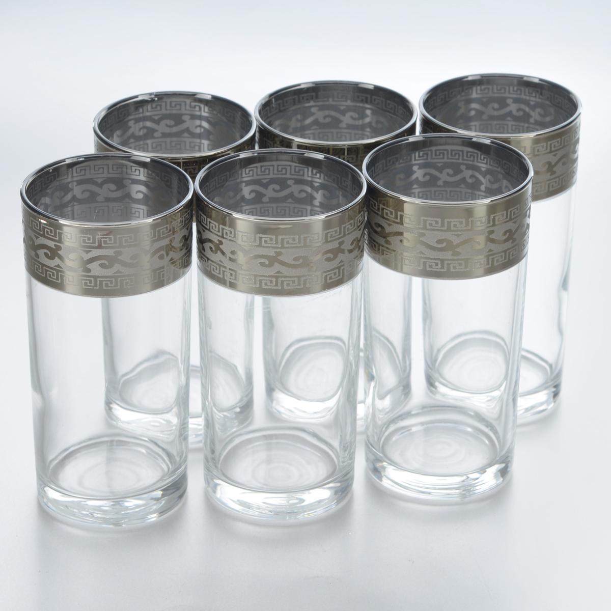 Набор стаканов для сока Гусь-Хрустальный Версаче, 290 мл, 6 штGE08-402Набор Гусь-Хрустальный Версаче состоит из 6 высоких стаканов, изготовленных из высококачественного натрий-кальций-силикатного стекла. Изделия оформлены красивым зеркальным покрытием и широкой окантовкой с оригинальным узором. Стаканы предназначены для подачи сока, а также воды и коктейлей. Такой набор прекрасно дополнит праздничный стол и станет желанным подарком в любом доме. Разрешается мыть в посудомоечной машине. Диаметр стакана (по верхнему краю): 6 см. Высота стакана: 12,8 см. Уважаемые клиенты! Обращаем ваше внимание на незначительные изменения в дизайне товара, допускаемые производителем. Поставка осуществляется в зависимости от наличия на складе.