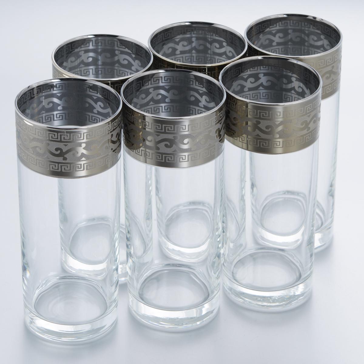 Набор стаканов для сока Гусь-Хрустальный Версаче, 350 мл, 6 штGE08-806Набор Гусь-Хрустальный Версаче состоит из 6 высоких стаканов, изготовленных из высококачественного натрий-кальций-силикатного стекла. Изделия оформлены красивым зеркальным покрытием и широкой окантовкой с оригинальным узором. Стаканы предназначены для подачи сока, а также воды и коктейлей. Такой набор прекрасно дополнит праздничный стол и станет желанным подарком в любом доме. Разрешается мыть в посудомоечной машине. Диаметр стакана (по верхнему краю): 6,3 см. Высота стакана: 15,7 см. Уважаемые клиенты! Обращаем ваше внимание на незначительные изменения в дизайне товара, допускаемые производителем. Поставка осуществляется в зависимости от наличия на складе.