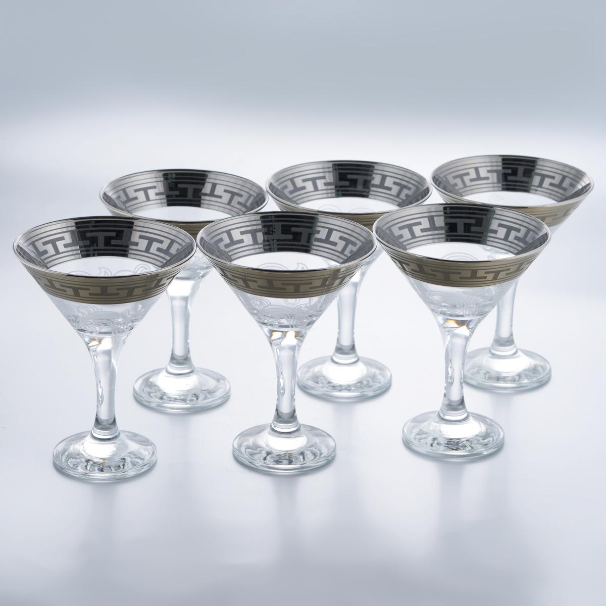 Набор бокалов для мартини Гусь-Хрустальный Греческий узор, 170 мл, 6 штVT-1520(SR)Набор Гусь-Хрустальный Греческий узор состоит из 6 бокалов на длинных ножках, изготовленных из высококачественного натрий-кальций-силикатного стекла. Изделия оформлены красивым зеркальным покрытием, широкой окантовкой с греческим узором и белым матовым орнаментом. Бокалы предназначены для подачи мартини. Такой набор прекрасно дополнит праздничный стол и станет желанным подарком в любом доме. Разрешается мыть в посудомоечной машине. Диаметр бокала (по верхнему краю): 10,5 см. Высота бокала: 13,5 см. Диаметр основания бокала: 6,3 см.