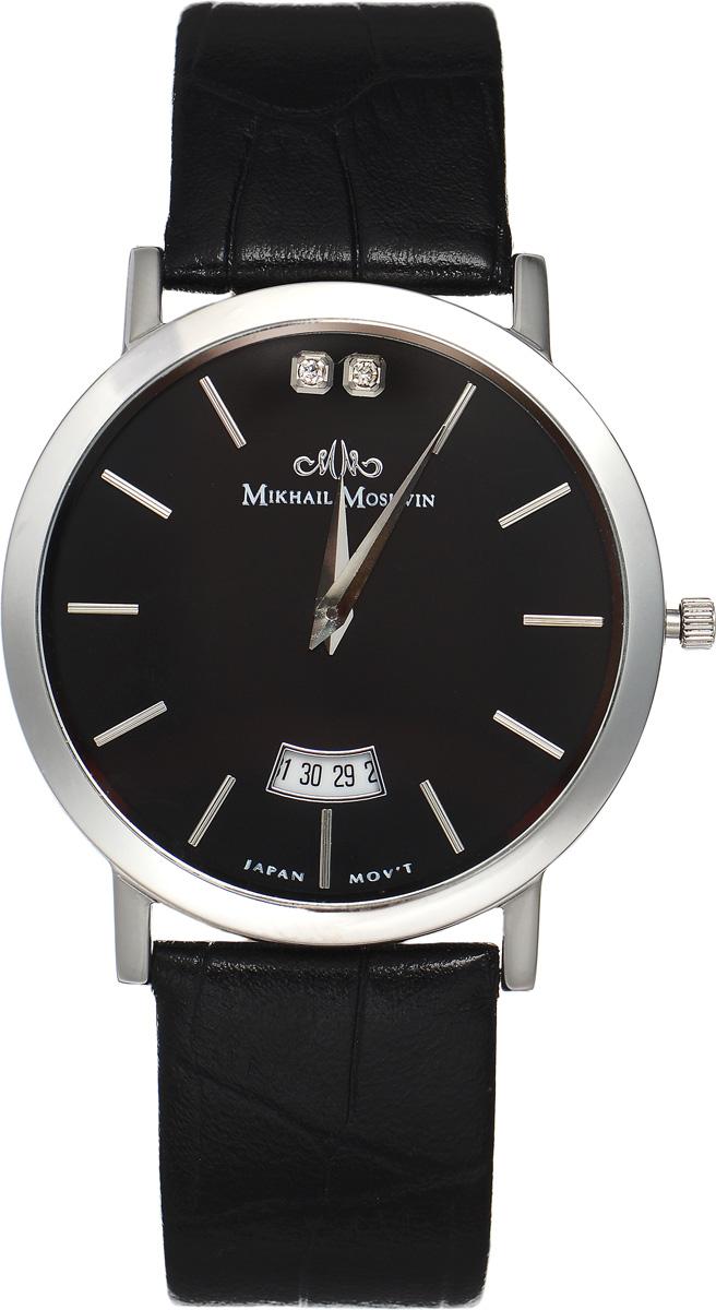 Часы наручные мужские Mikhail Moskvin, цвет: серебряный, черный. 1014S0L4BP-001 BKЭлегантные мужские часы Mikhail Moskvin изготовлены из нержавеющей стали и минерального стекла. Циферблат изделия оформлен символикой бренда и инкрустирован двумя кристаллами.Корпус часов имеет степень влагозащиты, равную 3 Bar, оснащен кварцевым механизмом, а также устойчивым к царапинам минеральным стеклом. Циферблат оснащен индикатором даты. Ремешок, выполненный из натуральной кожи с декоративным тиснением, застегивается на практичную пряжку.Часы поставляются в фирменной упаковке.Часы Mikhail Moskvin подчеркнут отменное чувство стиля их обладателя.