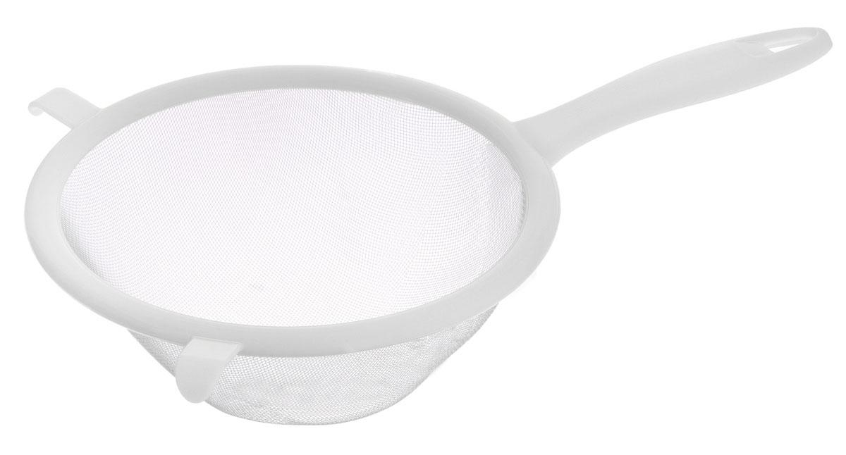 Сито Tescoma Presto, цвет: белый, диаметр 17 см420605_белыйСито Tescoma Presto изготовлено из высококачественной нержавеющей стали и прочного пластика. За обычным дизайном скрывается практичность и функциональность. Эргономичная ручка снабжена отверстием для подвешивания на крючок. С этим ситом вы можете просеивать сыпучие продукты, процеживать компоты и соки. Незаменимо оно станет и для приготовления детских пюре. Удобство в использовании дополняется двумя держателями. Такое сито станет незаменимым аксессуаром на вашей кухне. Можно мыть в посудомоечной машине. Диаметр сита: 17 см. Длина (с учетом ручки): 30 см.