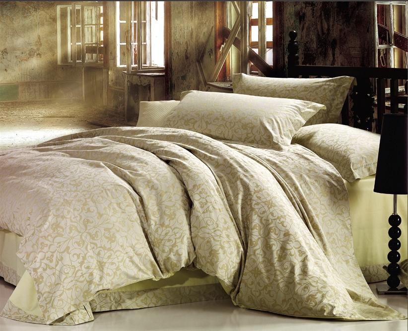 Комплект белья Arya Cassia, 2-х спальный, наволочки 50x70, цвет: бежевыйF0007389Роскошный комплект постельного белья линии Romance Жаккард состоит из пододеяльника, простыни и четырех наволочек, изготовлен из хлопкового жаккарда. Жаккард – это ткань с уникальным рисунком, который создают на специальном станке. Из-за сложного плетения эта ткань довольно жесткая, поэтому используют ее только для верхней стороны пододеяльника и наволочек. Хлопковый жаккард соединяет в себе все плюсы натуральной ткани и сложного плетения: хорошо впитывает влагу, дышит, долговечен и прочнее любой ткани, кроме натурального шелка. В сатине высокой плотности нити очень сильно скручены, поэтому ткань гладкая и немного блестит. Комплект из плотного сатина прослужит дольше любого другого хлопкового белья. Благодаря диагональному пересечению нитей, он почти не мнется, но по гладкости и мягкости уступает атласным тканям.