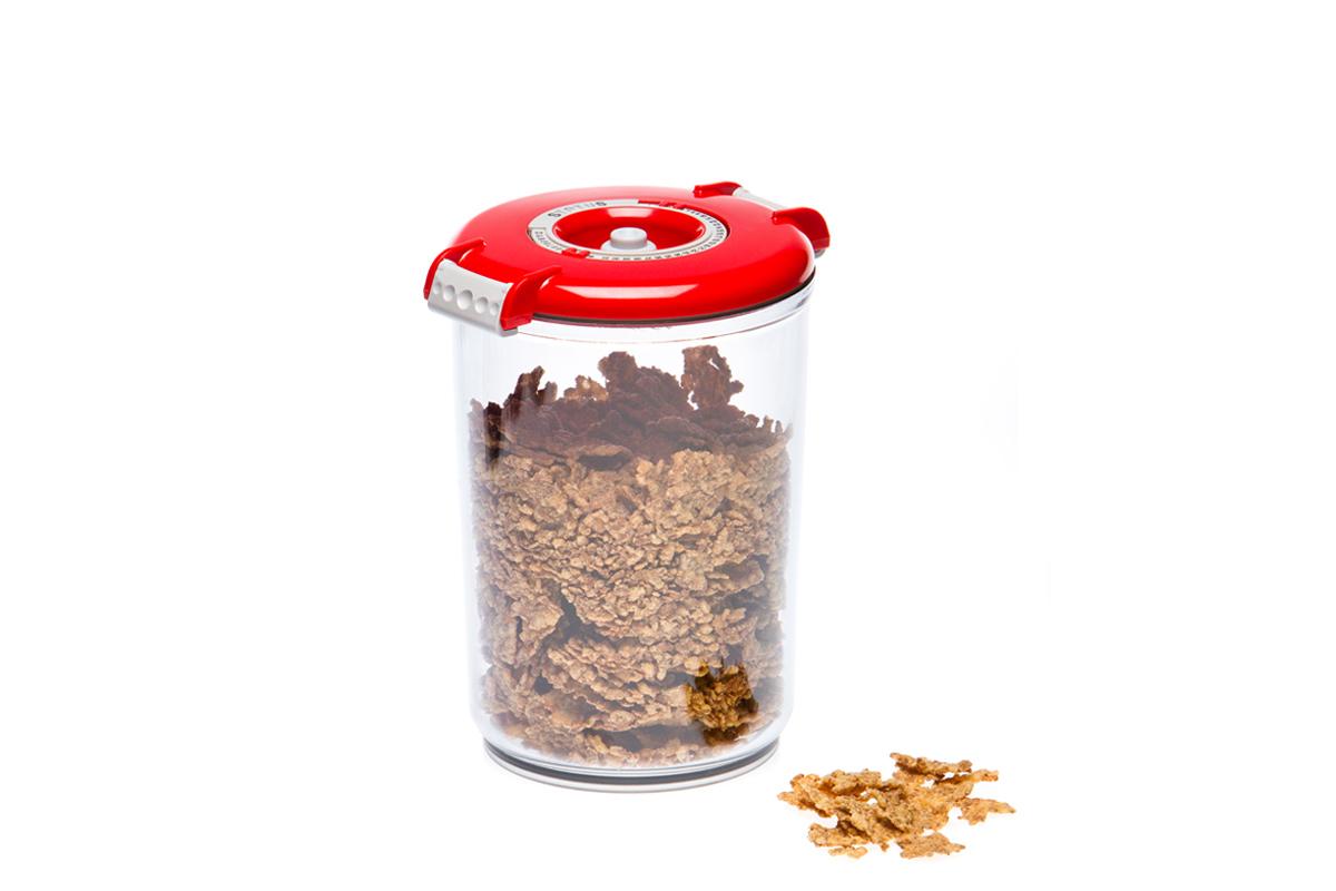 Контейнер вакуумный Status, цвет: прозрачный, красный, 1,5 лVT-1520(SR)Вакуумный контейнер Status рекомендован для хранения следующих продуктов: макаронные изделия, крупа, мука, кофе в зёрнах, сухофрукты, супы, соусы.Благодаря использованию вакуумных контейнеров, продукты не подвергаются внешнему воздействию и срок хранения значительно увеличивается. Продукты сохраняют свои вкусовые качества и аромат, а запахи в холодильнике не перемешиваются.Контейнер изготовлен из прочного хрустально-прозрачного тритана. На крышке - индикатор даты (месяц, число).Допускается замораживание (до -21 °C), мойка контейнера в посудомоечной машине, разогрев в СВЧ (без крышки).Объем контейнера: 1,5 л.Размер: 13 х 13 х 19,5 см.