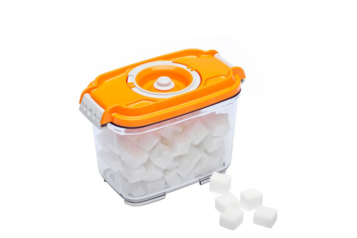 Контейнер вакуумный Status, цвет: прозрачный, оранжевый, 0,8 лVAC-REC-08 OrangeВакуумный контейнер Status рекомендован для хранения следующих продуктов: фрукты, овощи, хлеб, колбасы, сыры, сладости, соусы, супы. Благодаря использованию вакуумных контейнеров, продукты не подвергаются внешнему воздействию и срок хранения значительно увеличивается. Продукты сохраняют свои вкусовые качества и аромат, а запахи в холодильнике не перемешиваются. Контейнер изготовлен из прочного хрустально-прозрачного тритана. На крышке - индикатор даты (месяц, число). Допускается замораживание (до -21 °C), мойка контейнера в посудомоечной машине, разогрев в СВЧ (без крышки). Объем контейнера: 0,8 л. Размер: 15,5 х 9 х 10,5 см.