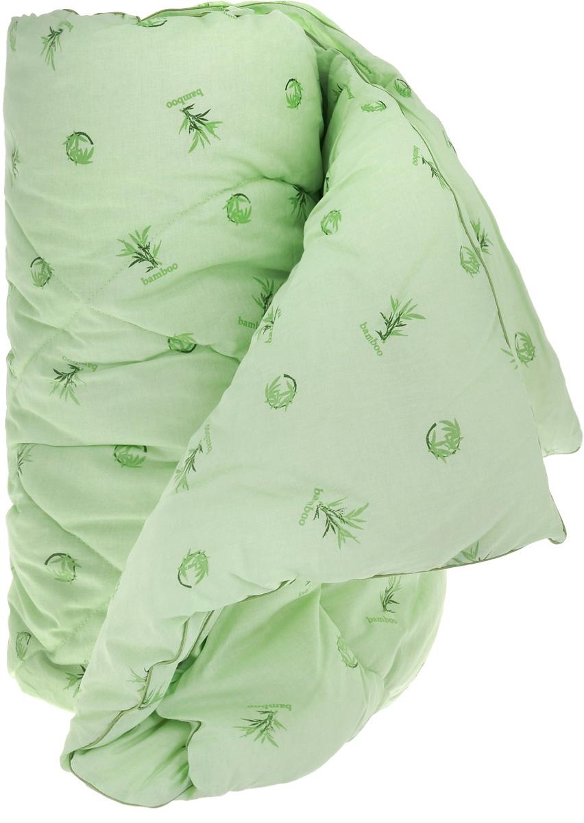 Одеяло легкое Легкие сны Бамбук, наполнитель: бамбуковое волокно, 172 x 205172(40)04-БВОЛегкое одеяло Легкие сны Бамбук с наполнителем из бамбукового волокна расслабит, снимет усталость и подарит вам спокойный и здоровый сон. Волокно бамбука - это натуральный материал, добываемый из стеблей растения. Он обладает способностью быстро впитывать и испарять влагу, а также антибактериальными свойствами, что препятствует появлению пылевых клещей и болезнетворных бактерий. Изделия с наполнителем из бамбука легко пропускают воздух, создавая охлаждающий эффект, поэтому им нет равных в жару. Они отличаются превосходными дезодорирующими свойствами, мягкие, легкие, нетребовательны в уходе, гипоаллергенные и подходят абсолютно всем. Чехол одеяла выполнен из 100% хлопок. Одеяло простегано. Стежка надежно удерживает наполнитель внутри и не позволяет ему скатываться. Можно стирать в стиральной машине при температуре 30°C.