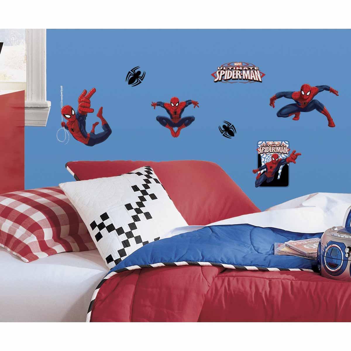 RoomMates Наклейки для декора Человек-паукRMK1795SCSНаклейки для декора Человек-паук от знаменитого производителя RoomMates станут украшением вашей квартиры! Новый красочный набор наклеек для декора оценит любой поклонник знаменитого комикса! Наклейки, входящие в набор, содержат изображения персонажей классического комикса про приключения Человека-Паука. Всего в наборе 22 стикера. Наклейки не нужно вырезать - их следует просто отсоединить от защитного слоя и поместить на стену или любую другую плоскую гладкую поверхность. Наклейки многоразовые: их легко переклеивать и снимать со стены, они не оставляют липких следов на поверхности. В каждой индивидуальной упаковке вы можете найти 4 листа с различными наклейками! Таким образом, покупая наклейки фирмы RoomMates, вы получаете гораздо больший ассортимент наклеек, имея возможность украсить ими различные поверхности в доме.