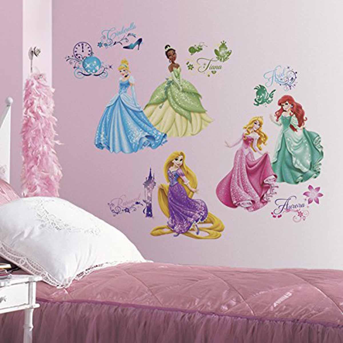 RoomMates Наклейки для декора Принцессы Дисней300132Наклейки для декора Дисней: Принцессы от знаменитого производителя RoomMates станут украшением вашей квартиры! Привнесите магию Диснея в комнату вашего ребенка с новым увлекательным набором наклеек для декора! Наклейки, входящие в набор, содержат изображения знаменитых диснеевских принцесс в окружении элементов, присутствующих в мультфильмах. Всего в наборе 37 стикеров. Наклейки не нужно вырезать - их следует просто отсоединить от защитного слоя и поместить на стену или любую другую плоскую гладкую поверхность. Наклейки многоразовые: их легко переклеивать и снимать со стены, они не оставляют липких следов на поверхности. В каждой индивидуальной упаковке вы можете найти 4 листа с различными наклейками! Таким образом, покупая наклейки фирмы RoomMates, вы получаете гораздо больший ассортимент наклеек, имея возможность украсить ими различные поверхности в доме.