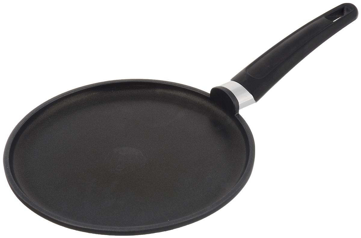 Сковорода для блинов Tescoma Premium, с антипригарным покрытием. Диаметр 24 см601224Сковорода для блинов Tescoma Premium изготовлена из алюминия с высококачественным первоклассным антипригарным покрытием Teflon Classic. Отличные антипригарные свойства покрытия позволяют готовить практически без масла, что делает ваши блюда менее жирными и калорийными. Идеально плоская поверхность с низкой кромкой подходит для приготовления блинчиков и яичницы. Эргономичная ручка изготовлена из прочного пластика и нержавеющей стали. Подходит для следующих типов плит - электрических, газовых, керамических. Можно мыть в посудомоечной машине. Диаметр сковороды: 24 см. Высота стенки: 2 см. Длина ручки: 21 см. Толщина дна: 10 мм. Толщина стенки: 3 мм.