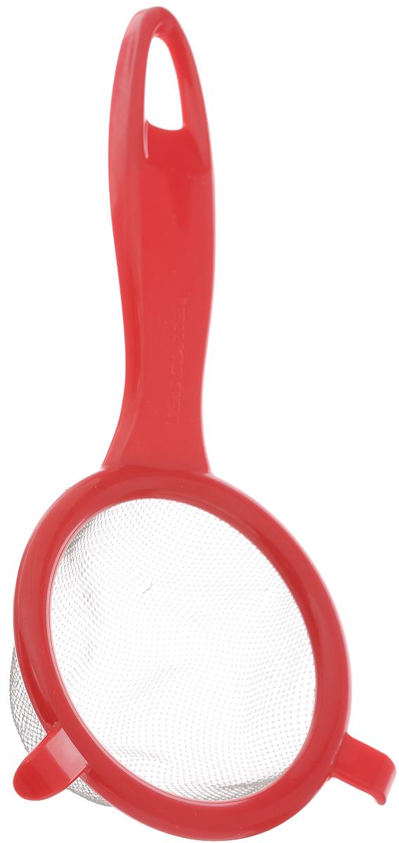 Сито Tescoma Presto, цвет: красный, диаметр 8 см420602_красныйСито Tescoma Presto изготовлено из высококачественной нержавеющей стали и прочного пластика. За обычным дизайном скрывается практичность и функциональность. Эргономичная ручка снабжена отверстием для подвешивания на крючок. С этим ситом вы можете просеивать сыпучие продукты, процеживать компоты и соки. Незаменимо оно станет и для приготовления детских пюре. Удобство в использовании дополняется двумя держателями. Такое сито станет незаменимым аксессуаром на вашей кухне. Можно мыть в посудомоечной машине. Диаметр сита: 8 см. Длина (с учетом ручки): 18 см.