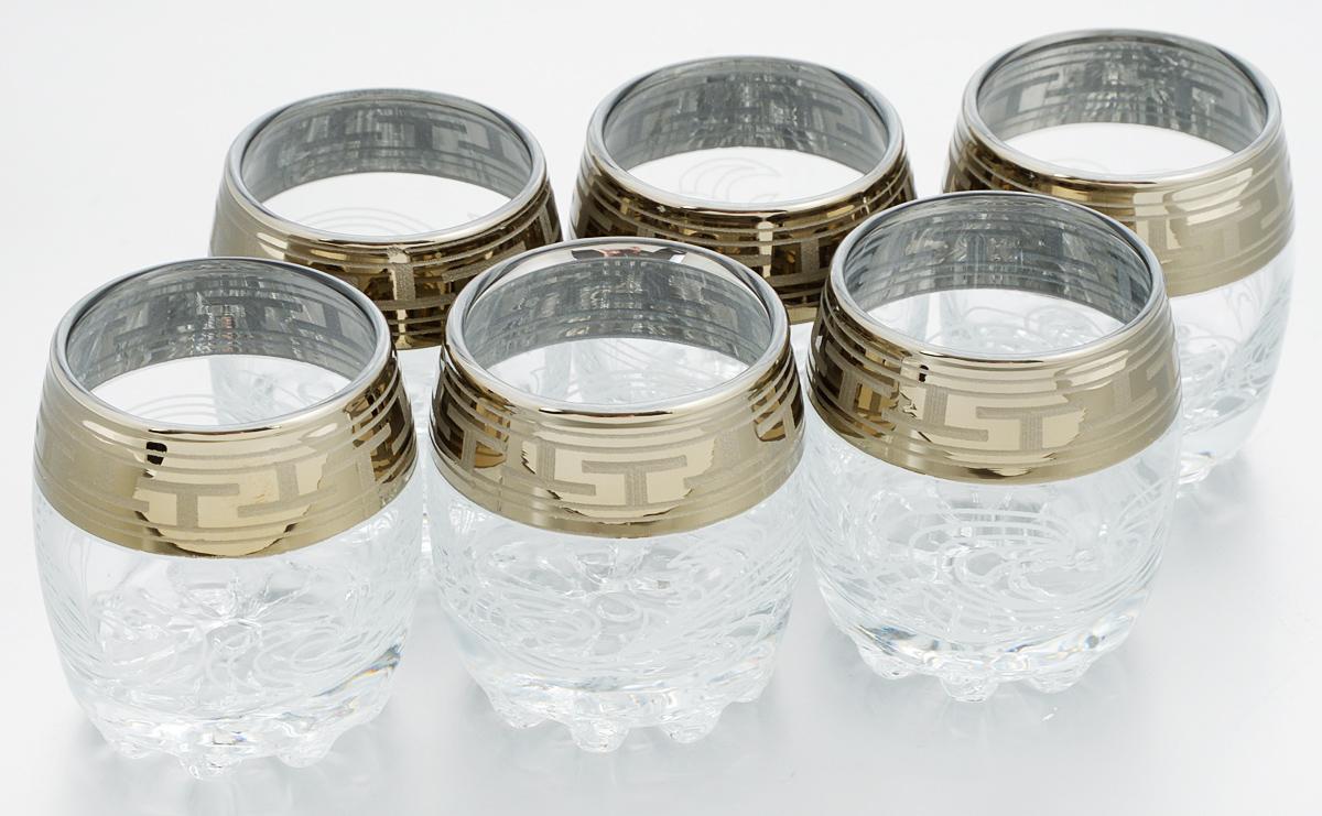 Набор стопок Гусь-Хрустальный Греческий узор, 60 мл, 6 штGE01-2244Набор Гусь-Хрустальный Греческий узор состоит из 6 стопок, изготовленных из высококачественного натрий-кальций-силикатного стекла. Изделия оформлены красивым зеркальным покрытием, широкой окантовкой с греческим узором и белым матовым орнаментом. Такой набор прекрасно дополнит праздничный стол и станет желанным подарком в любом доме. Разрешается мыть в посудомоечной машине. Диаметр стопки (по верхнему краю): 4,5 см. Высота стопки: 6 см. Уважаемые клиенты! Обращаем ваше внимание на незначительные изменения в дизайне товара, допускаемые производителем. Поставка осуществляется в зависимости от наличия на складе.