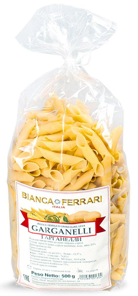 Bianca Ferrari Гарганелли паста яичная, 500 гBF.004.OVBianca Ferrari Гарганелли - разновидность короткой сухой пасты из яичного теста. Интересен способ изготовления в ручном варианте. Тесто разрезают на небольшие квадратики, по каждому из которых прокатывают трубочку, оборачивая тесто вокруг. Этим объясняется такая необычная, причудливая форма. Подают с мясными, овощными блюдами, с морепродуктами а также с всевозможными соусами.