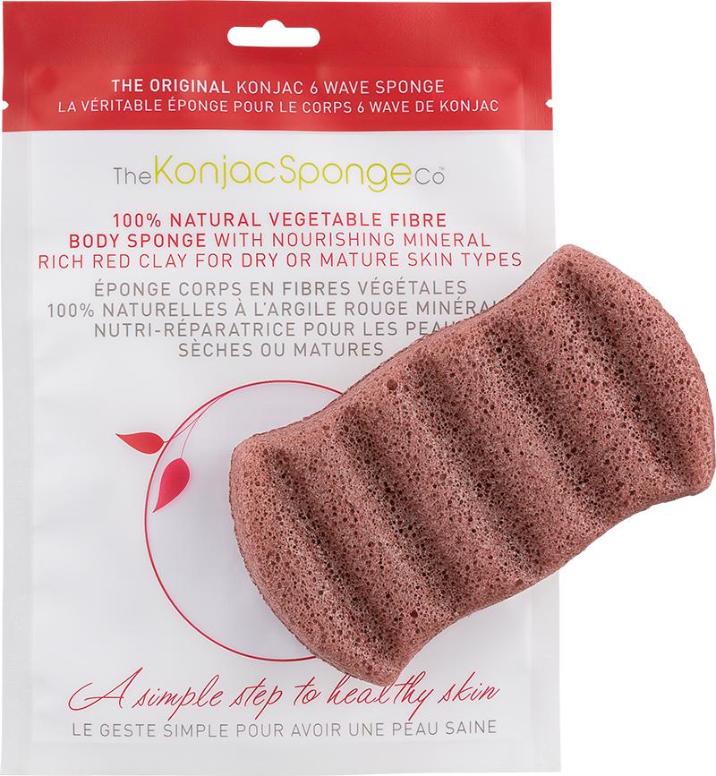 The Konjac Sponge Co Спонж для мытья тела 6 Wave Body - Red ClayPS0060Полностью натуральный спонж из растительной клетчатки для мытья тела (с добавлением французской красной глины для ухода за сухой и зрелой кожей). Не содержит химикатов, красителей, аллергенов. На 100% биоразлагаемый. Используется во влажном состоянии. Длина – ок. 13,5 см (без учета упаковки). Способ применения: Перед употреблением тщательно промойте и дайте спонжу Конняку впитать воду. Аккуратно отожмите спонж от лишней воды и нежно очищайте кожу. Массируйте круговыми движениями. Спонж Конняку нежно отшелушивает кожу, очищает и освежает ее. Нет необходимости использовать очищающие средства, но при желании можете добавить немного любимого средства. Спонж Конняку усиливает эффект очищающих средств. Состав: Растительная клетчатка, французская красная глина.