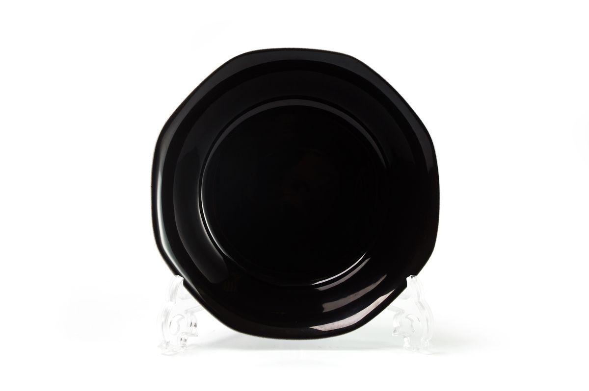 Салатник La Rose des Sables Putoisage Noir, диаметр 18 см551618 3063Салатник La Rose des Sables Putoisage Noir выполнен из высококачественного тунисского фарфора, изготовленного из уникальной белой глины. На всех изделиях La Rose des Sables можно увидеть маркировку Pate de Limoges. Это означает, что сырье для изготовления фарфора добывают во французской провинции Лимож, и качество соответствует высоким европейским стандартам. Все производство расположено в Тунисе. Особые свойства этой глины, открытые еще в 18 веке, позволяют создать удивительно тонкую, легкую и при этом прочную посуду. Благодаря двойному термическому обжигу фарфор обладает высокой ударопрочностью, стойкостью к сколам и трещинам, жаропрочностью и великолепным блеском глазури. Коллекция Putoisage Noir - яркий пример посуды в современном дизайне. Стильное сочетание лаконичной формы и элегантного черного цвета всегда в моде. Стол, сервированный посудой Putoisage Noir, будет выглядеть изысканно и приковывать к себе взгляды. Можно использовать в СВЧ печи и мыть в...