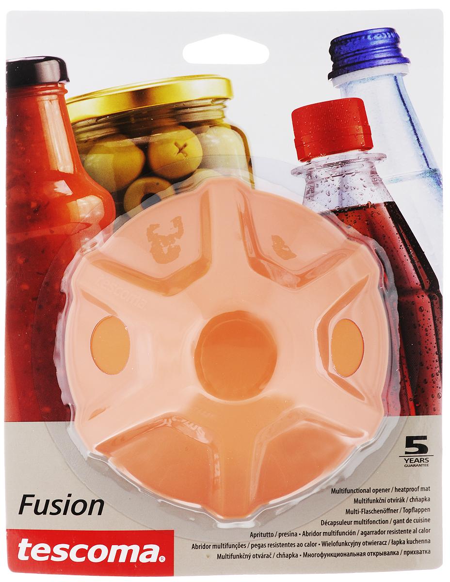 Прихватка-открывалка Tescoma Fusion, цвет: оранжевый790009Многофункциональная прихватка-открывалка Tescoma Fusion, выполненная из высококачественного силикона, подходит для открывания всех видов бутылок и сосудов с винтовыми крышками с диаметром до 10 см, от ПЭТ-бутылок до банок. Изделие отлично подходит в качестве термостойкой кухонной прихватки при манипуляции с горячими кастрюлями и сковородками. Можно мыть в посудомоечной машине. Диаметр: 13 см.