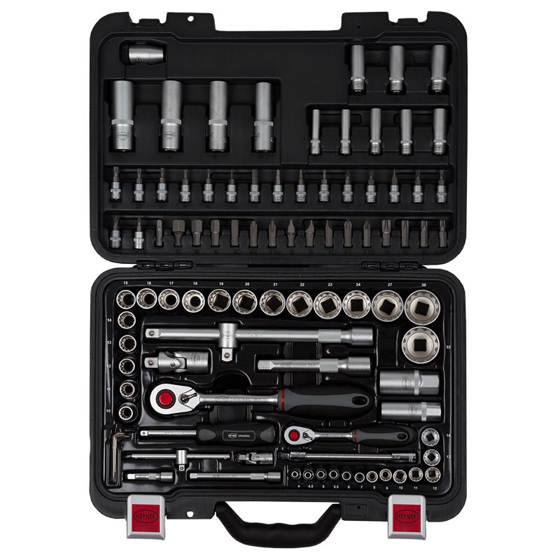 Набор инструментов Heyner, 95 предметов334100Набор инстументов 95 предметов. ?: 13 мульти шестигранных головок 4-4,5-5-5,5-6-7-8-9-10-11-12-13-14 мм, 8 шестигранных головок 6-7-8-9-10-11-12-13 мм,1 квадратный шарнир, 2 удлинителя 50 мм и 100 мм, 1 вороток Т-образный с передвижной ручкой, 1 отвертка для головок,1 гтибкий удлинитель, 1 адаптер для бит, 17 бит (H) 3-4-5-6 (*) 1-2 (-) 4-5,5-7 (T) 8-10-15-20-25-30, 1 трещетка с 72 зубьями; ?: 18 мульти шестигранных головок 10-11-12-1314-15-16-17-18-19-20-21-22-23-24-27-30-32, 4 шестигранных головки 14-15-17-19 мм, 2 свечных ключа 16 мм и 21 мм, 1 квадратный шарнир, 2 удлинителя 125 мм и 250 мм, 1 вороток Т-образный с прередвижной ручкой3/8 (F) х ? (M), 1 переходник ? Dr x 8 мм Hex, 1 трещетка с 72 зубцами, 15 бит 8 мм х 30 мм (*) 3-4 (-) 8-10-12 (Т) 40-45-50-55 (H) 8-10-12-14, 4 шестигранных ключа 4,27-1,5-2-2,5 мм.
