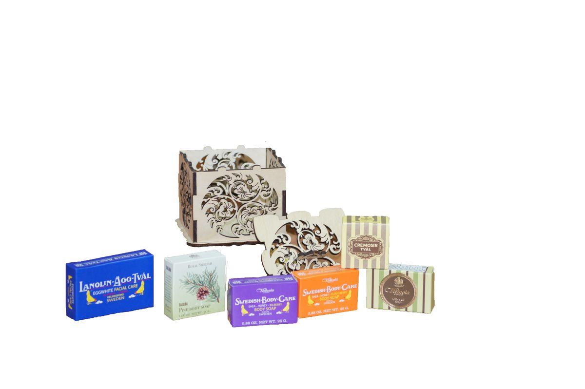 Victoria Soap Набор Королевское мыло871957Подарочный набор Королевское мыло - это восхитительная коллекция мыла с разными ароматами и характерами. Аристократическое мыло по старинным рецептам, так любимое при Королевском Дворе Швеции в винтажной деревянной шкатулке, запечатанная сургучевой печатью, будет идеальным подарком для вашей кожи и для ваших любимых! Королевское мыло от VictoriaSoap приведет в восторг даже самую взыскательную особу! В набор входит: -Мыло-маска для лица Lanolin-Agg-Tval, 50 г -Мыло для тела TALLBA, 30 г -Мыло для тела Shea-Honung-Blabar, 25 г -Мыло для тела Shea-Honung-Hjortron, 25 г -Мыло для тела Olive Oil Soap, 25 г -Мыло для тела Cremosin, 25 г.
