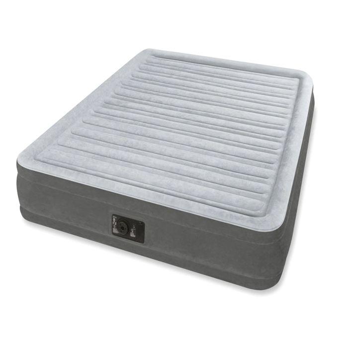 Кровать надувнаяIntex Comfort-Plush Queen 152х203х46 см, цвет: серый. 64414ATC-F-01Надувная кровать - отличная альтернатива стационарному спальному месту. Comfort-Plush Queen проста в использовании. Все, что нужно – вставить вилку в розетку, нажать одну кнопку и можете идти и пить чай, когда вы закончите, кровать будет готова.Эта модель принимает форму тела и надежно поддерживает спящего. Верхнее покрытие, похоже на флок, очень приятное на ощупь. Кроме того, оно препятствует соскальзыванию простыни с кровати. Comfort-Plush Queen подойдет для комфортного сна двух человек.Кровать надувная Comfort-Plush Queen 152х203х46 см, с встроеным насосом 220V
