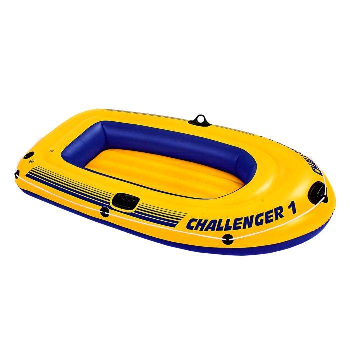 Лодка Intex Intex Challenger 1, цвет: желтый с синим. 68365NP589433Лодка Intex состоит из абсолютно независимых трех воздушных отсеков. Каждый отсек имеет клапан для быстрого скачивания и надувания лодки. Основной, внешний отсек придает лодке форму. Внутренние отсеки создают жесткость лодки на плаву и обеспечивают пассивную безопасность, в случае повреждения основного отсека. Надувной пол обеспечивает дополнительный комфорт нахождения внутри изделия. Для удобства конструкция надувного пола сделана волнистой, поперек бортам лодки. Лодка имеет крепления для весел и две лодочные уключины. На носу имеется пластиковая ручка, для переноса лодки или спуска на воду. Вокруг внешней камеры лодки находится веревочный трос, его можно использовать как для буксировки лодки, так и для швартования. Лодка Challenger 1 двухместная до 85 кг 193х108х38 см