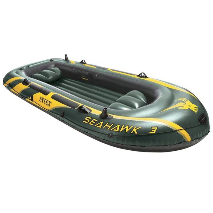 Лодка Intex Seahawk 3, цвет: зеленый. 68349NP589436Лодка Intex состоит из абсолютно независимых трех воздушных отсеков. Каждый отсек имеет клапан для быстрого скачивания и надувания лодки. Основной, внешний отсек придает лодке форму. Внутренние отсеки создают жесткость лодки на плаву и обеспечивают пассивную безопасность, в случае повреждения основного отсека. Надувной пол обеспечивает дополнительный комфорт нахождения внутри изделия. Для удобства конструкция надувного пола сделана волнистой, поперек бортам лодки. Лодка имеет крепления для весел и две лодочные уключины. На носу имеется пластиковая ручка, для переноса лодки или спуска на воду. Вокруг внешней камеры лодки находится веревочный трос, его можно использовать как для буксировки лодки, так и для швартования. Лодка Seahawk 3 трехместная до 300 кг 295х137х43 см (в комплекте сиденье)