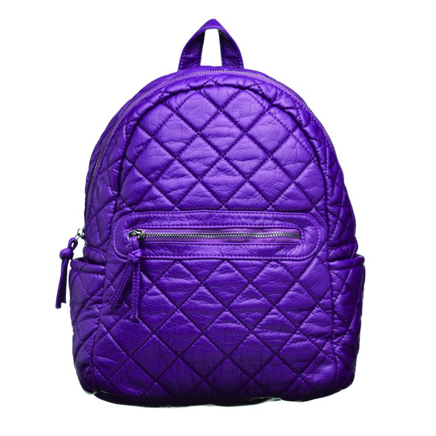 Рюкзак женский OrsOro, цвет: фиолетовый. D-253/7BP-001 BKСтильный рюкзак OrsOro, выполнен из экокожи и оснащен двумя плечевыми регулируемыми ремнями на спинке и удобной ручкой для переноски. Изделие закрывается на застежку-молнию, внутри имеет одно вместительное отделение с одним накладным карманом для телефона и мелочей и одним прорезным карманом на застежке-молнии. С тыльной стороны изделия имеется прорезной карман на застежке-молнии. Рюкзак оснащен также передним накладным карманом на молнии и двумя боковыми карманами для мелочей.Сумка-рюкзак OrsOro - это выбор молодой, уверенной, стильной женщины, которая ценит качество и комфорт. Изделие станет изысканным дополнением к вашему образу.