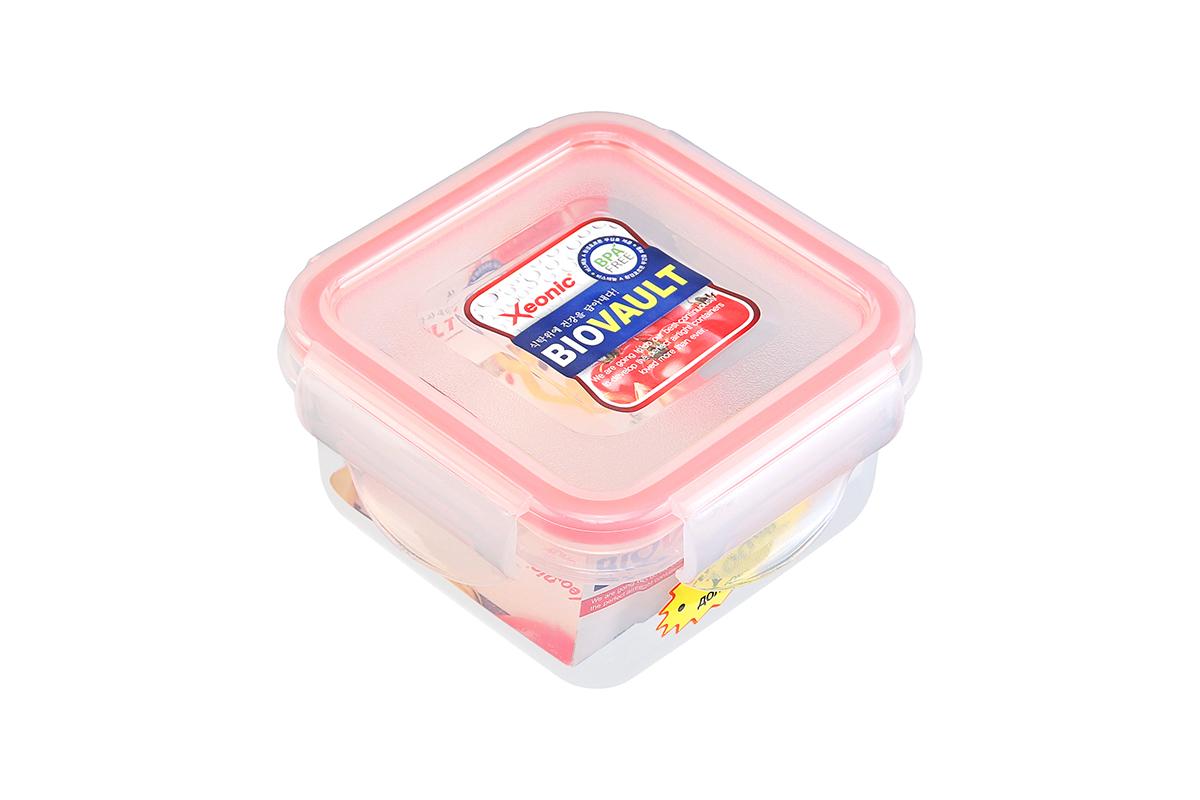 Контейнер пищевой Xeonic, цвет: прозрачный, красный, 200 мл. 810056810056Пластиковые герметичные контейнеры для хранения продуктов Xeonic произведены из высококачественных материалов, имеют 100% герметичность, термоустойчивы, могут быть использованы в микроволновой печи и в морозильной камере, устойчивы к воздействию масел и жиров, не впитывают запах. Удобны в использовании, долговечны, легко открываются и закрываются, не занимают много места, можно мыть в посудомоечной машине. Размеры контейнера: 9,5 х 9,5 х 4,9 см.