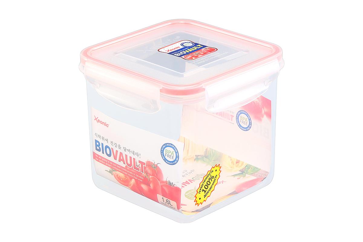 Контейнер пищевой Xeonic, квадратный, цвет: прозрачный, красный, 1,6 л. 810059810059Пластиковые герметичные контейнеры для хранения продуктов Xeonic произведены из высококачественных материалов, имеют 100% герметичность, термоустойчивы, могут быть использованы в микроволновой печи и в морозильной камере, устойчивы к воздействию масел и жиров, не впитывают запах. Удобны в использовании, долговечны, легко открываются и закрываются, не занимают много места, можно мыть в посудомоечной машине. Размеры контейнера: 14,3 х 14,3 х 12,5 см.