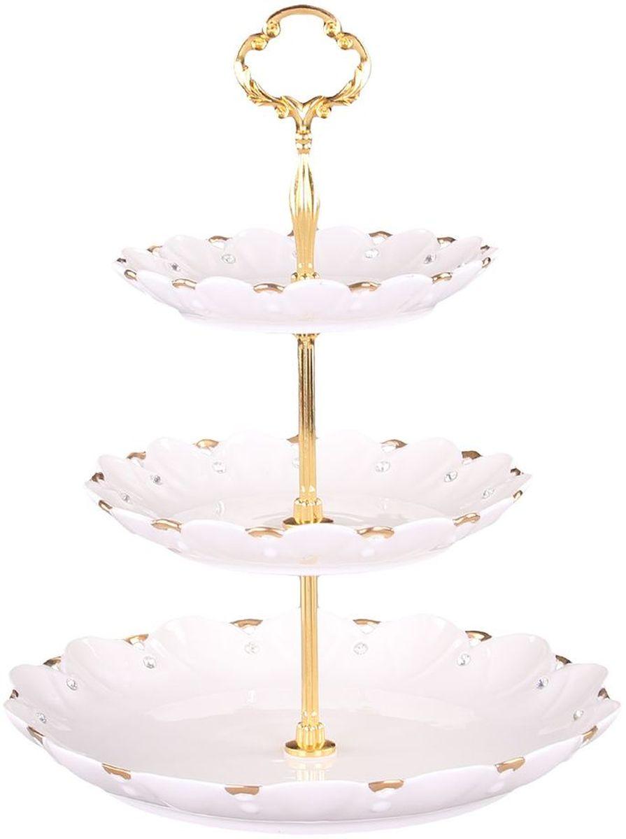 Этажерка 3-х ярусная 28*20*17 см PATRICIAIM520161Эта этажерка прекрасно подойдет для сервировки вашего стола сладостями или небольшими закусками. Изделие выполнено из фарфора, украшено позолотой и стразами.