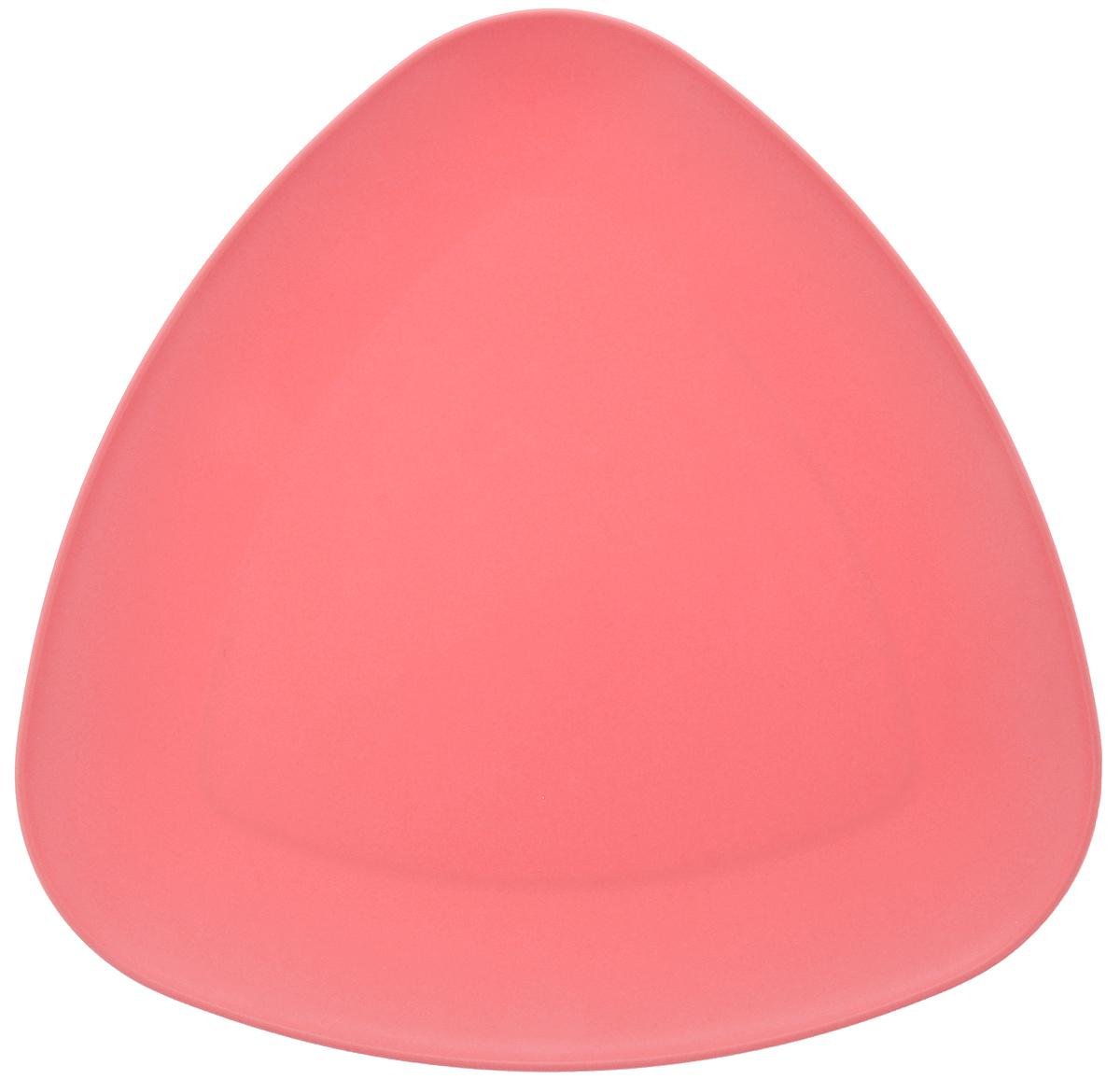 Тарелка Ucsan, треугольная, цвет: коралловый, 27 х 27 смM-733_коралловыйТреугольная тарелка Ucsan изготовлена из полипропилена и идеально подходит для сервировки стола. Тарелка Ucsan не только украсит ваш кухонный стол и подчеркнет прекрасный вкус хозяйки, но и станет отличным подарком. Можно мыть в посудомоечной машине. Размер тарелки: 27 х 27 см.