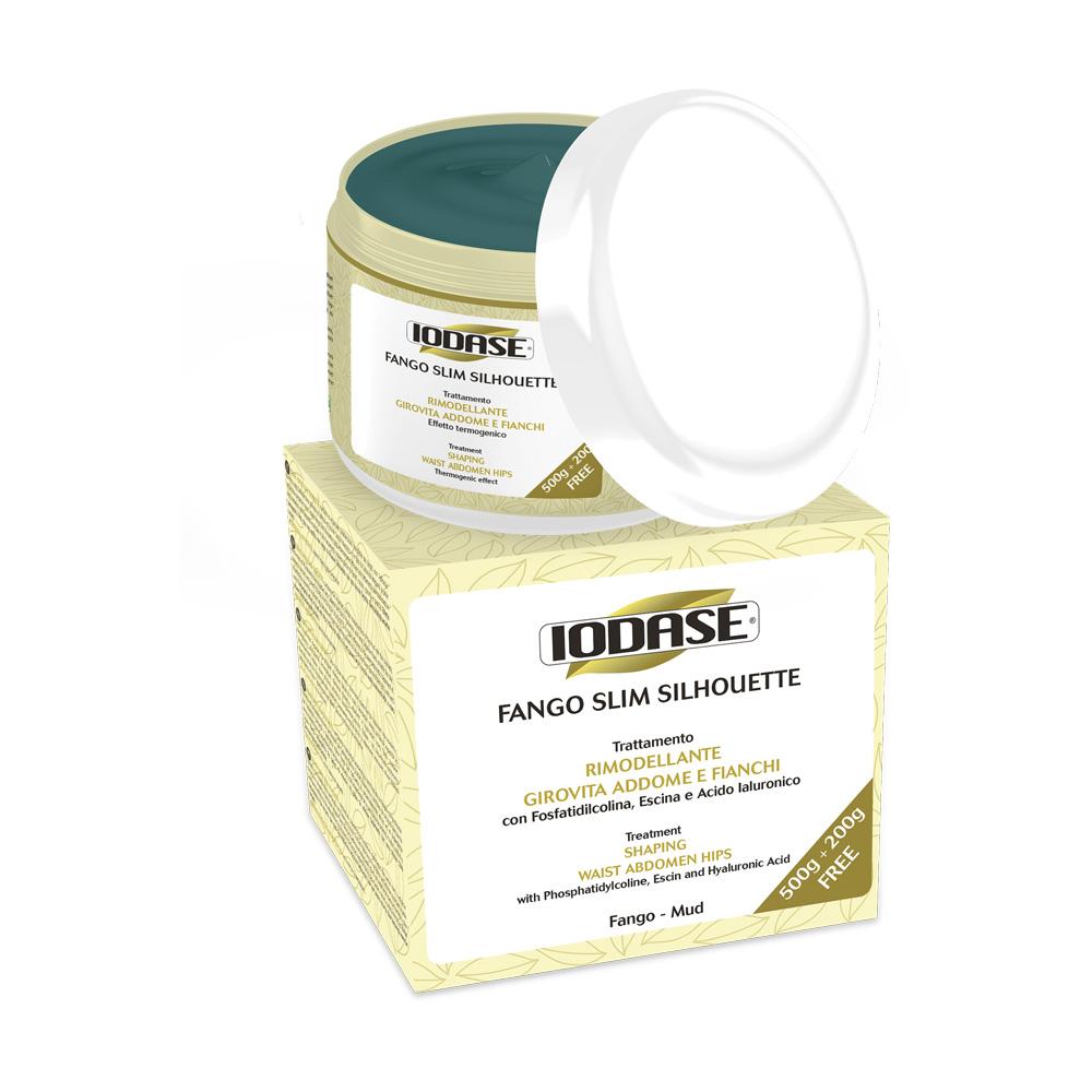 Iodase Грязь косметическая Fango Slim Silhouette, 700 гБ63003 мятаМоделирующая косметическая грязь в форме крема, с разогревающим эффектом, быстро подсыхает. Содержит кофеин, фосфатидилхолин, эсцин, гиалуроновую кислоту, волокна целлюлозы. Локально на зоны живота и боков для уменьшения объема, для придания тонуса и гладкости коже живота и боков. Для женщин и мужчин. Грязь способствует уменьшению локализованных жировых отложений в зоне живота, боков и талии, а также для укрепления атоничной (обвисшей, потерявшей тонус) кожи живота. Грязь быстро подсыхает, при контакте с кожей способствует открытию пор, улучшает обменные процессы в коже, стимулирует вывод застойной жидкости из межклеточного пространства, активизирует обменные процессы, укрепляет и подтягивает кожу. Грязь содержит фосфатидилхолин, кофеин, эсцин, волокна целлюлозы, гиалуроновую кислоту. Эффект после курса из 10 процедур - гладкая, упругая кожа живота и боков, уменьшение объема. Не содержит PEG и парабены. Термогенический эффект. Дерматологически протестировано.