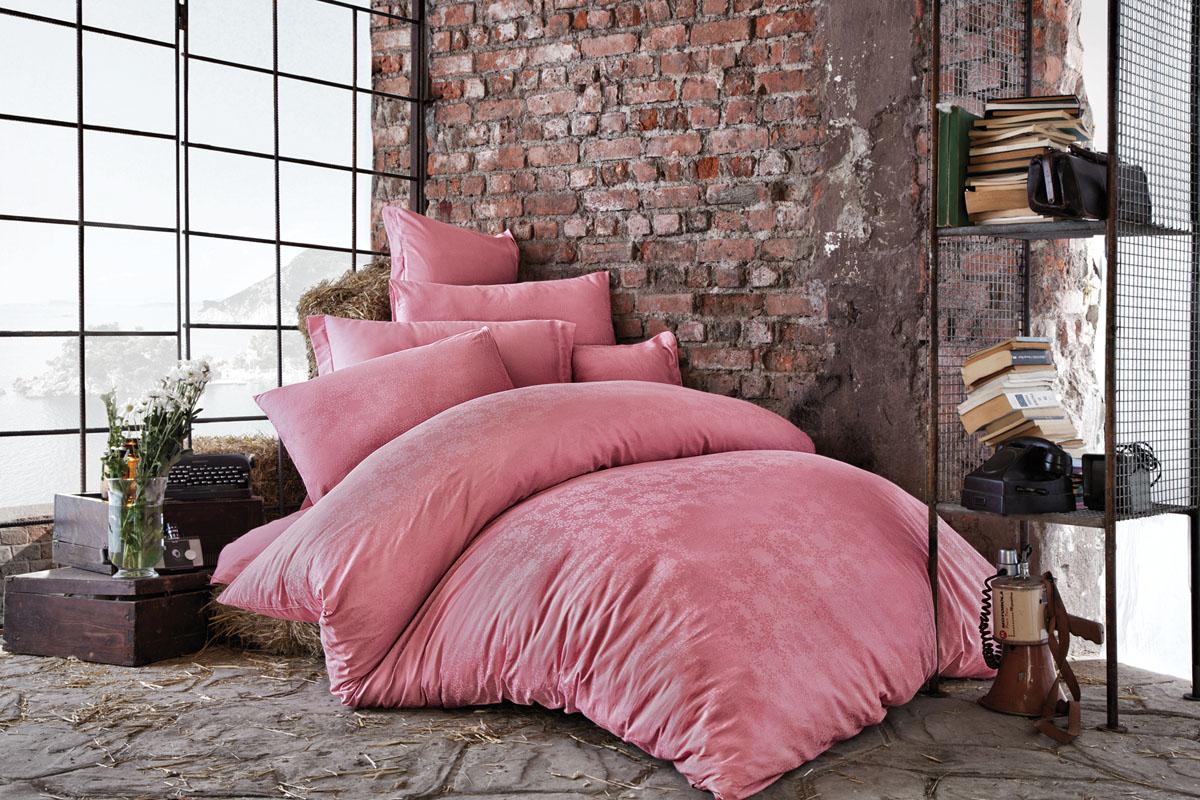 Комплект белья Issimo Home Bertha, евро, наволочки 50x70, цвет: розовый. 46214621Все белье Issimo – это образец качества. Ровные швы, качественный хлопок, четкие рисунки на тканях, которые не полиняют и не потеряют яркости долгое время – все это говорит о строгом отношении производителя к своей продукции.