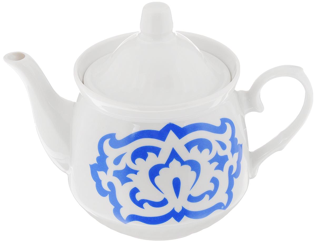Чайник заварочный Кирмаш. Азия, цвет: белый, синий, 550 мл3С0392Заварочный чайник Кирмаш. Азия изготовлен из высококачественного фарфора. Посуда оформлена ярким рисунком. Такой чайник идеально подойдет для заваривания чая. Он хорошо держит температуру, что способствует более полному раскрытию цвета, аромата и вкуса чайного букета. Изделие прекрасно дополнит сервировку стола к чаепитию и станет его неизменным атрибутом. Объем: 550 мл. Диаметр (по верхнему краю): 9,6 см. Диаметр основания: 6,2 см. Высота чайника (без учета крышки): 10 см.
