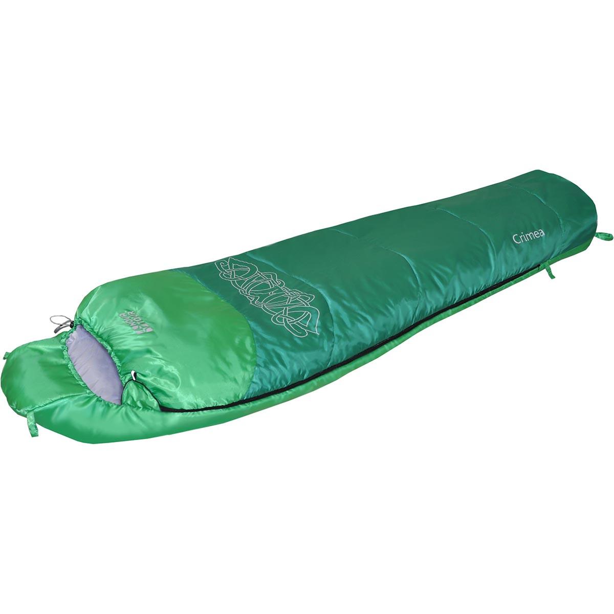 Мешок спальный NOVA TOUR Крым +10 V2, цвет: зеленый, белый, левосторонняя молния95425-314-LeftОсновное отличие летнего спальника от зимнего - это тонкий слой утеплителя. В случае со спальником NOVA TOUR Крым +2 V2 - это HollowFiber. Тот самый, который полиэстровый, гипоаллергенный, хорошо переносит влажные условия и быстро сохнет. Для того, чтобы он быстро сох вшиты удобные петли, позволяющие развешивать спальник в открытом состоянии на дереве или палатке. В компрессионном чехле летний спальник компактен, весит всего 1 кг, а значит, для него найдется место даже в малолитражном рюкзаке. При выборе летнего спальника стоит обратить внимание и на внутреннюю ткань, которая будет прилегать к телу. В летнем спальнике NOVA TOUR Крым +2 V2 она выполнена из натуральных тканей (дабы тело не запревало, не липло и не раздражалось), ткань приятна на ощупь и обладает дышащими свойствами. В спальнике эту функцию на себя взяла ткань pongee polyester. Внутри летнего спальника есть карман-сеточка для мелкой ночной атрибутики, теперь не нужно ломать голову, куда...