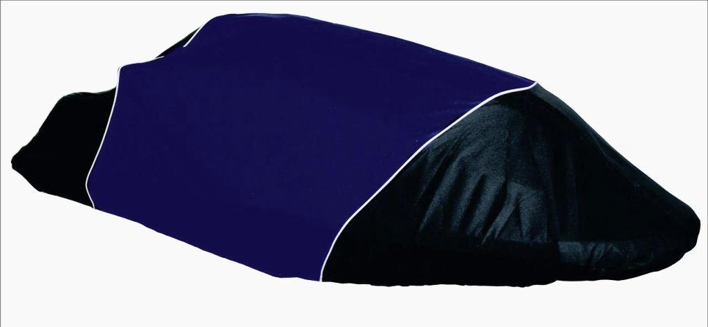 Чехол AG-brand для гидроцикла Yamaha SuperJet, цвет: черный, синийAG-YAM-WV-SJ-TCТранспортировка и хранение гидроцикла. Чехлы изготовлены из высокопрочной плотной тентовой ткани с высоким показателем водоупорности. Не пропускают уличные пыль и грязь. Все швы изделия выполнены с двойным подгибом - гарантия прочности и бережного отношения к вашей технике. По нижней кромке чехла вшита плотная резинка, обеспечивающая надежную фиксацию на гидроцикле. Чехол имеет светоотражающий кант, клапана для выхода избыточного воздуха и молнию под заливную горловину бака. В комплект транспортировочного чехла входит прочная текстильная стропа для крепления техники в прицепе или специальном боксе для перевозки.