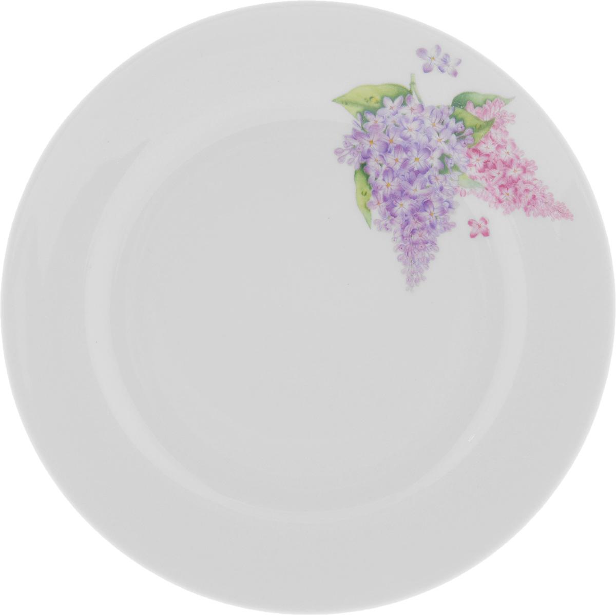 Тарелка Идиллия. Сирень, диаметр 17 смVT-1520(SR)Тарелка Идиллия. Сирень выполнена из высококачественного фарфора. Изделие оформлено изображением цветов. Изящная блюдце не только красиво оформит стол к чаепитию, но и станет прекрасным подарком друзьям и близким.Диаметр тарелки (по верхнему краю): 17 см.Высота тарелки: 2 см.